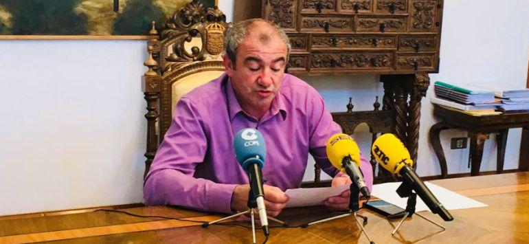 Darío Campos da cuenta del inicio de las obras en las residencias de A Pontenova y Guitiriz