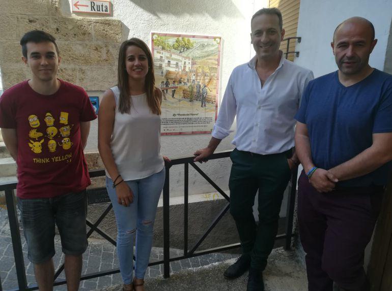 Javier Sevilla, historiador de que ha trabajado en el Emplea Joven de la J.A.; Nuria Serrano, concejala de turismo y cultura; Antonio J.Rodríguez, alcalde de Cazorla y José Luis Olivares, teniente de alcalde.