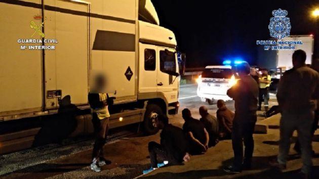 La Guardia Civil desarticula un grupo criminal dedicado al robo de camiones y mercancías en la Autovía A2. La operación comenzó en Guadalajara: 118 robos de camiones en la Autovía A2 esclarecidos con la detención de un grupo criminal muy activo