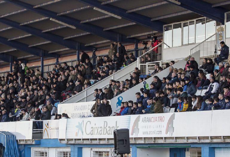 El palco y la grada de El Montecillo durante un partido de esta temporada.