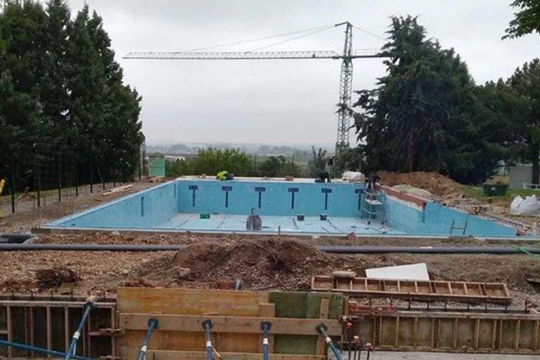Se retrasa la apertura de la piscina de los bloques for Piscina zamora