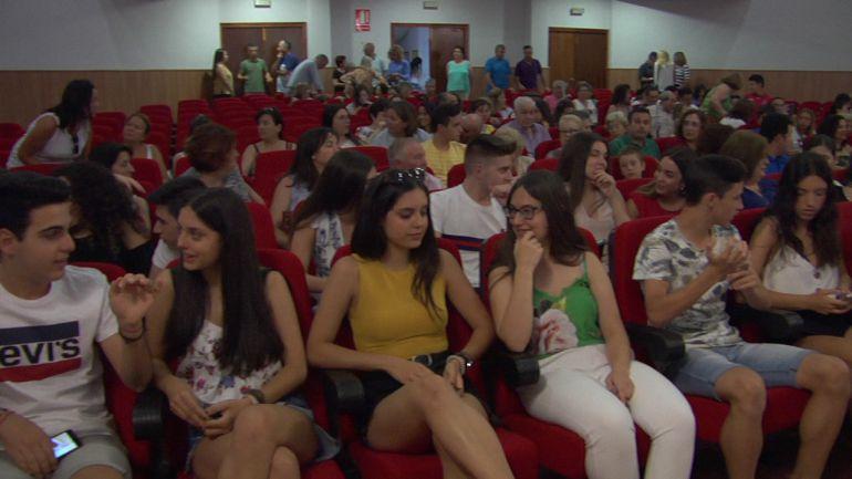 27 alumnos en Quesada reciben el reconocimiento a sus brillantes expedientes académicos.