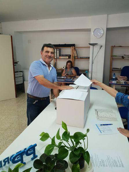 Los afiliados se acercaron a la sede dle PP de Cazorla para votar