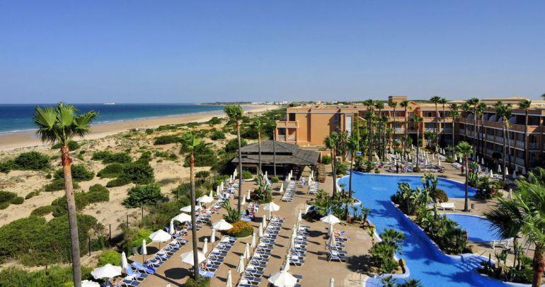 Uno de los hoteles de la costa de Chiclana