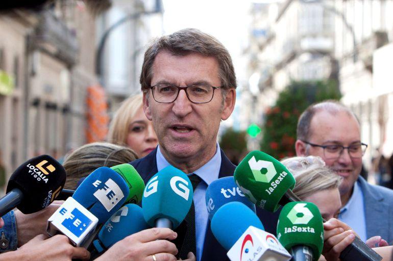 El presidente de la Xunta, Alberto Núñez Feijoo, realiza declaraciones a la prensa. Salvador Sas