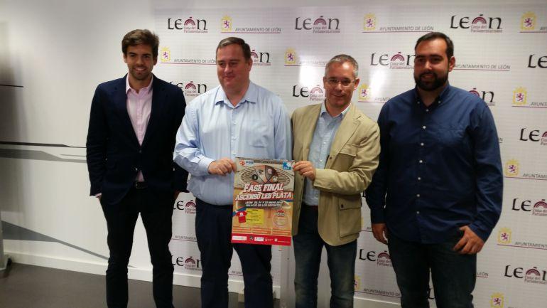 Miguel Ángel Rodríguez (segundo por la izquierda) confirmó la presencia de Agustinos en Liga Eba