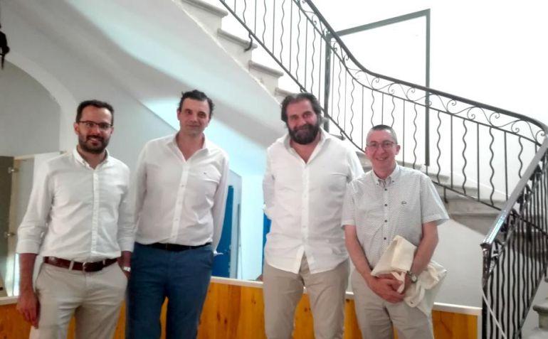 Los hermanos Cayón y las autoridades inspeccionaron la sala de exposiciones que abrirá el 18 de julio.