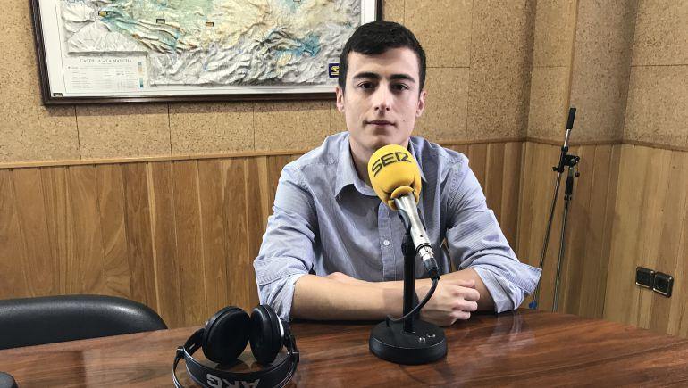 Eduardo Pérez en los estudios de SER Cuenca.
