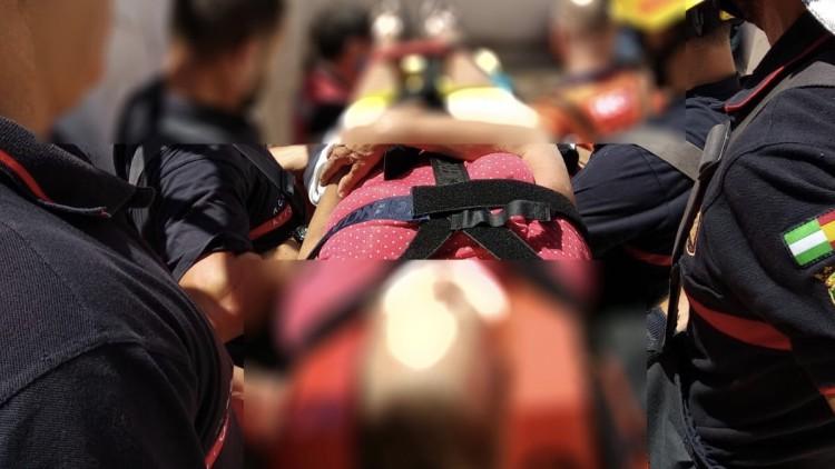Rescatan a una mujer de 60 años herida tras caer a la piscina vacía de su casa