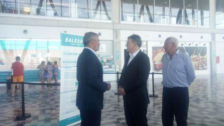 Visita de Ximo Puig a la Estación Marítima Baleària Port, para reunirse con miembros de la Asociación Nacional de Empresas Náuticas.