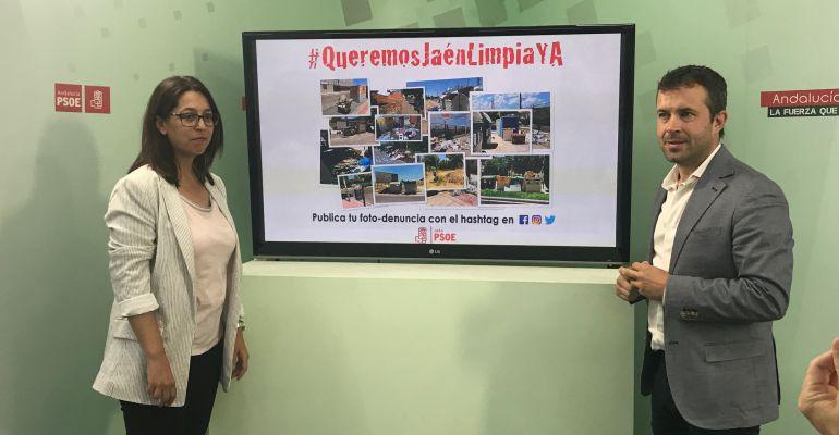 África Colomo y Julio Millán presentan la campaña de denuncia.