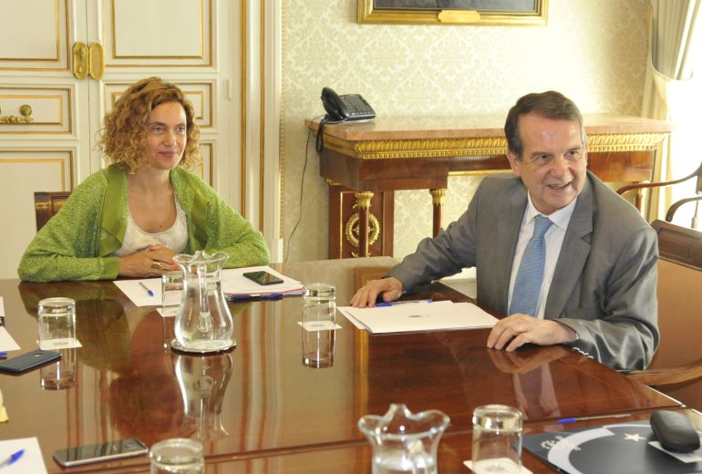 Meritxell Batet y Abel Caballero durante la reunión mantenida este martes