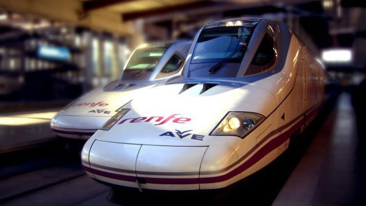 Renfe denunciará a los 13 viajeros de una despedida que retrasó un AVE