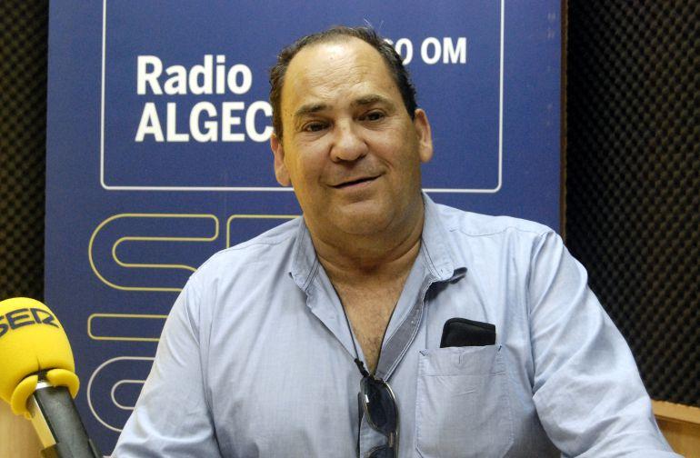 Javier Ortega es el impulsor de la idea de acoptar un espacio para las mascotas en Algeciras.