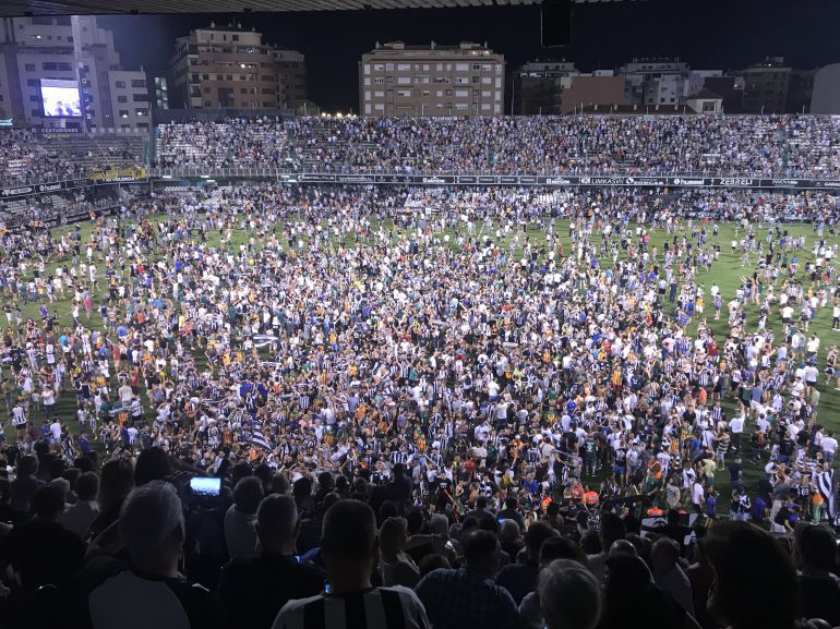 EN ALBINEGRO: El Castellón expulsa a los aficionados que ocasionaron altercados el día del ascenso
