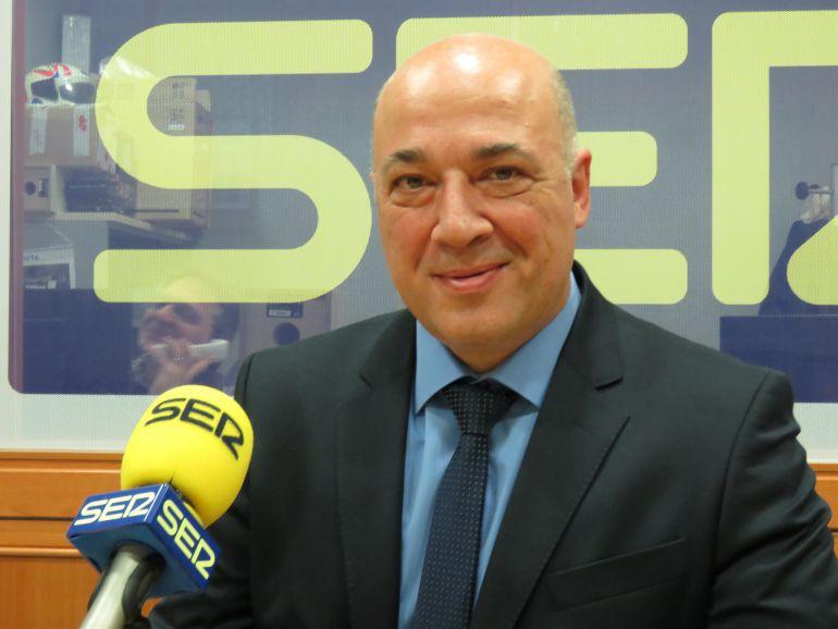 Antonio Ruiz en los estudios de Radio Córdoba
