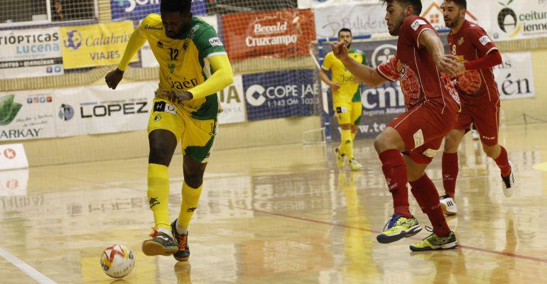 Bingyoba durante el partido frente al Pozo Murcia disputado en la Salobreja la pasada temporada.