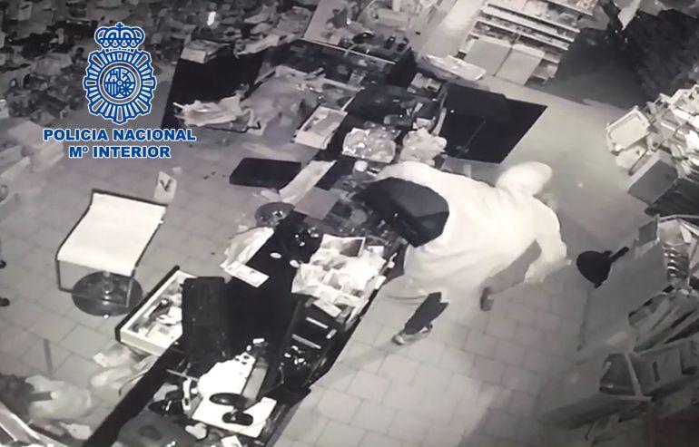 Una de las cámaras de seguridad captó el robo