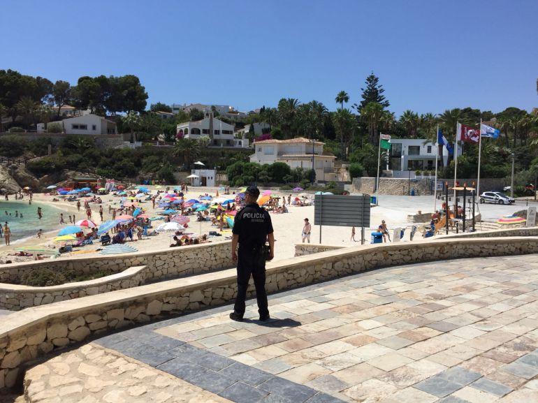 Vigilancia policial en la zona costera de Benissa.