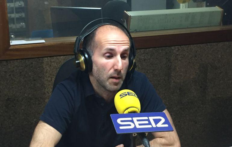 El portavoz de Democracia Ourensana en los estudios de Radio Ourense