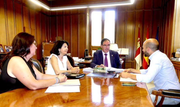 Reunión con representantes de ADERA