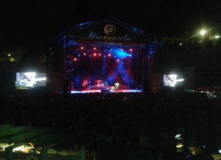El escenario de la plaza de toros praparado para recibir a las bandas mas destacadas del festival