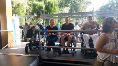 Plataformas accesibles para discapacitados fisicos pueda disfrutar co comodidad del festival
