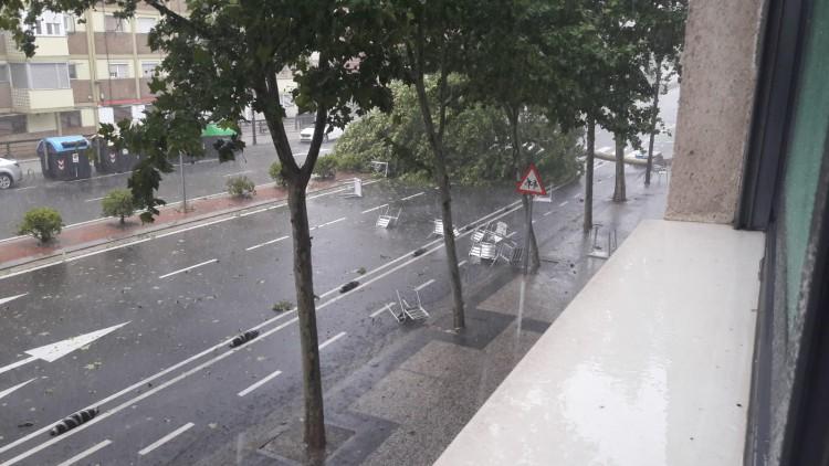 La intensa tromba de agua y granizo en Zaragoza deja 150 incidencias