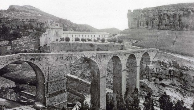Antiguo puente de piedra.
