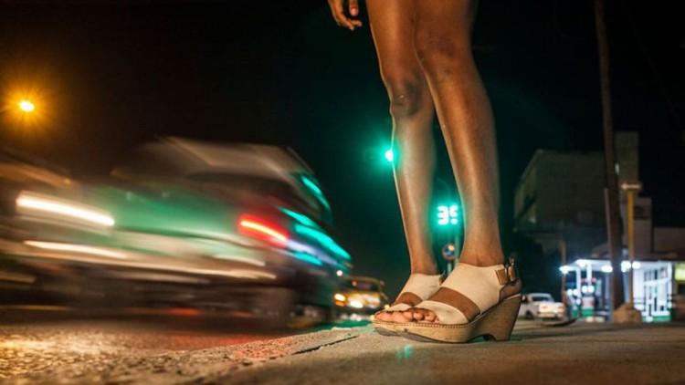 Agredida, secuestrada y castigada sin comer por negarse a prostituirse