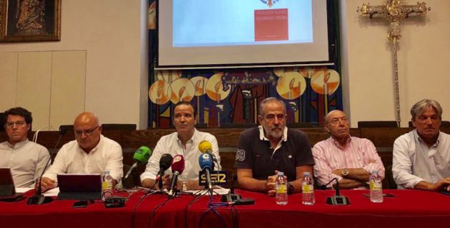 Los miembros de la Agrupación durante la rueda de prensa