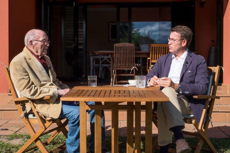 Feijóo y Albor conversan.