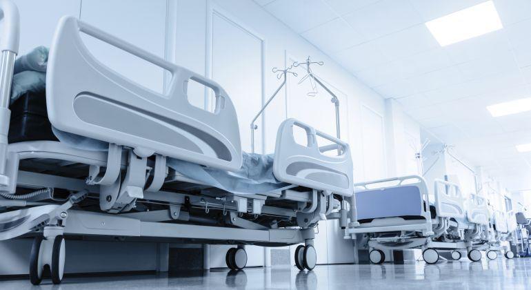 Camas vacías en un centro hospitalario