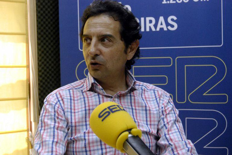 """José Luis Lara durante su intervención en Hoy por Hoy Campo de Gibraltar.para hablar del V Encuentro Internacional de Guitarra """"Paco de Lucía"""""""