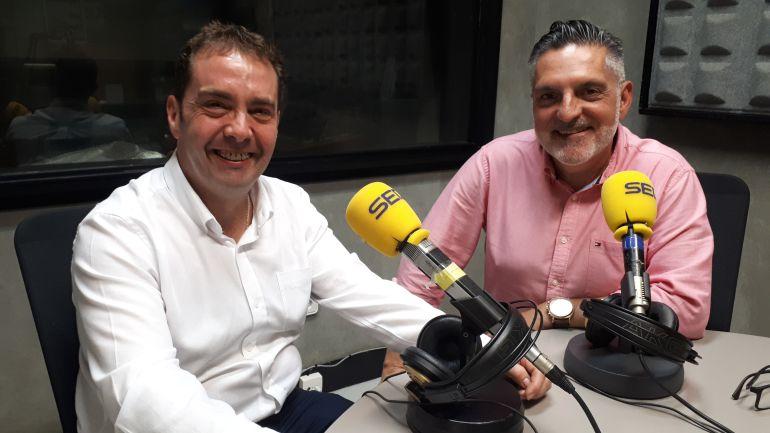 A la izquierda, Juan Carlos Abascal, alcalde de Ermua