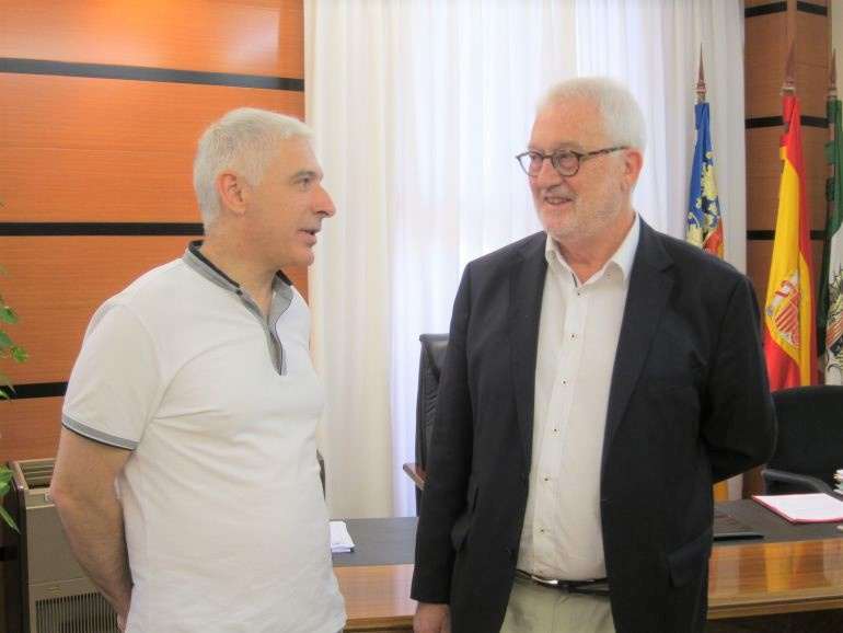 Luis Manuel Boyer junto al alcalde de Novelda, Armando Esteve