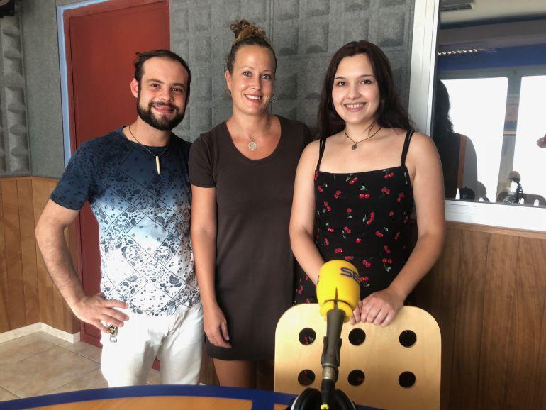 Los alumnos del GAT en los estudios de Radio Ibiza SER