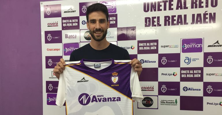 Alberto Heras con la camiseta del Real Jaén CF.