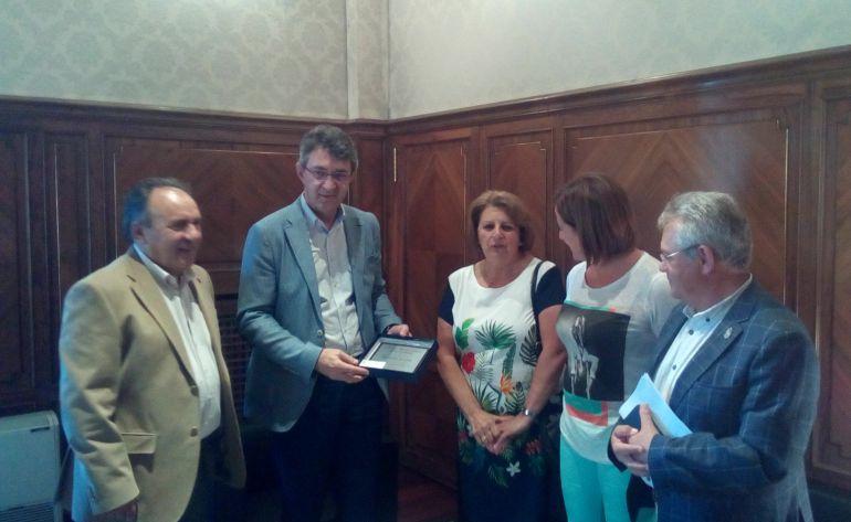 La Diputación de León recibe a una delegación del Centro Región Leonesa de Buenos Aires, encabezada por su presidenta, Agustina Berlanga