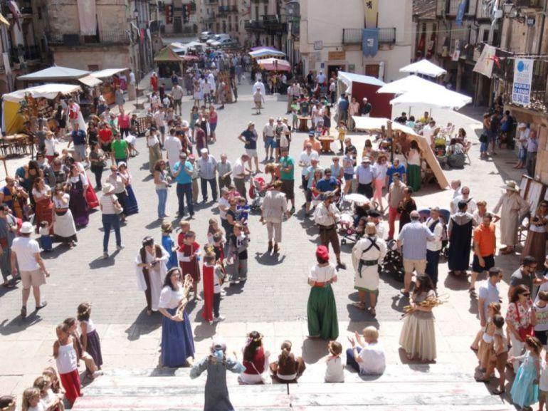 Vecinos y visitantes disfrutan de una edición anterior de la Fiesta de los Fueros en Sepúlveda
