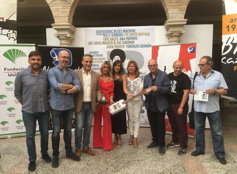 Inauguración de BluesCazorla en el patio del ayuntamiento con autoridades patrocinadores y direcctor del festival, Carlos Espinosa