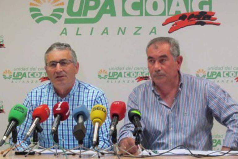 Los secretarios provinciales de COAG, Lorenzo Rivera, y de UPA, Aurelio González, en rueda de prensa