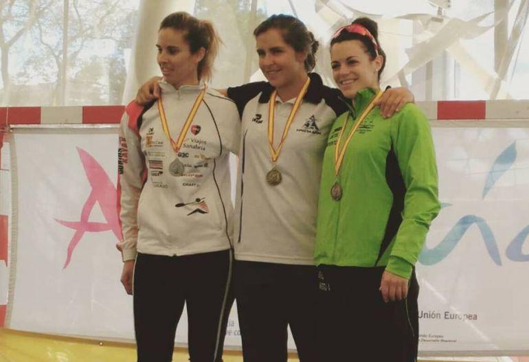 Laura Pedruelo y Eva Barrios en el podio de K-1 500m
