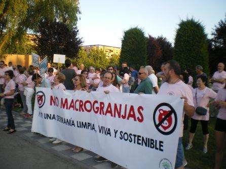 Concentración en Villalba contra la granja porcina en Zarzuela