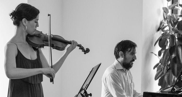 Blanca Fernández, al violín; y Jesús María Sievers, al piano