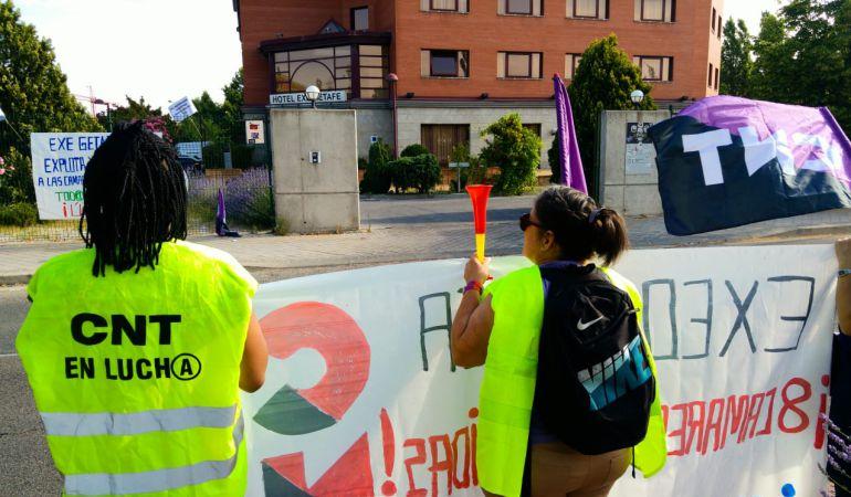 Las trabajadoras han comenzado movilizaciones para protestar por su despido