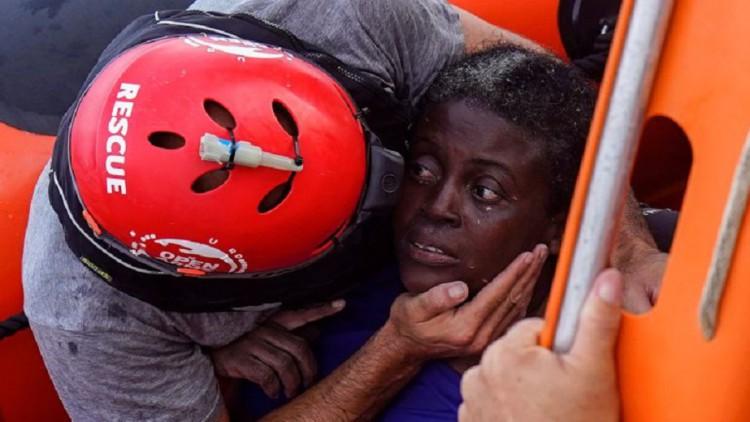 Open Arms entra al puerto de Palma para desembarcar superviviente y cadáveres