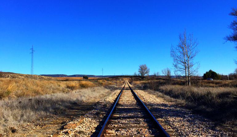El tren turístico recorrería la línea ferroviaría entre Cuenca y Mira.