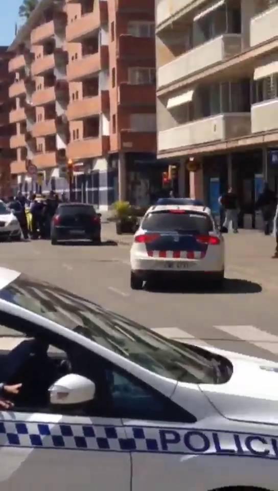 Dos homes armats atraquen una oficina banc ria a girona for Oficina de extranjeria girona