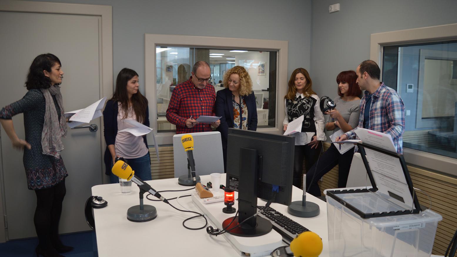 El equipo de actores y actrices de Radio Bilbao